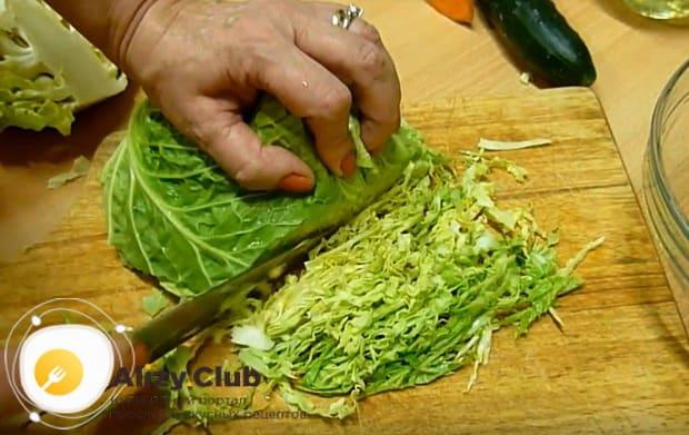 шинкуем головку капусты