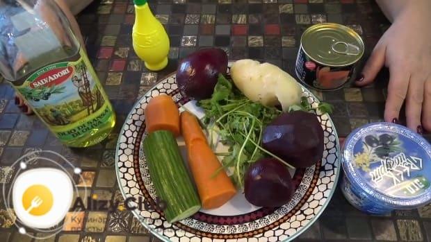 Хорошо вымыть свеклу и морковь под проточной водой