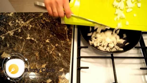 Попробуйте приготовить салат с ветчиной и сыром и свежими огурцами