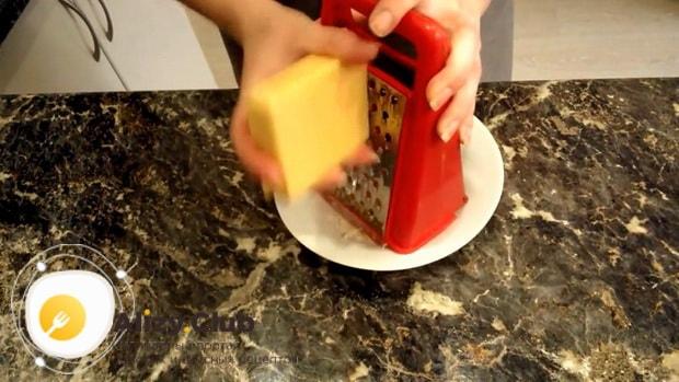Попробуйте приготовить салат с помидорами и ветчиной и сыром