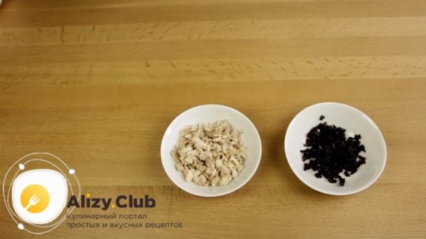 Попробуйте приготовить салат с копченой курицей и кукурузой