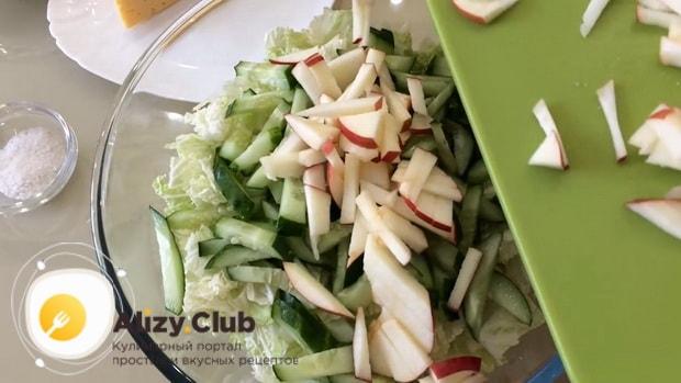 Соединит ингредиенты для приготовления салата с ветчиной
