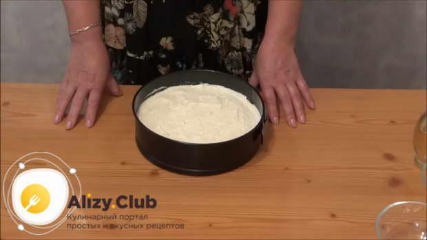Форму для запекания смазать растительным маслом