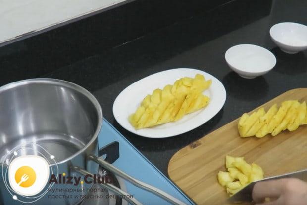 Начинки для пирожков из слоеного теста могут быть и сладкими, например, из ананаса.