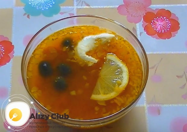 Вот мы и приготовили вкусный суп солянка с сосисками в мультиварке по простому и быстрому рецепту.