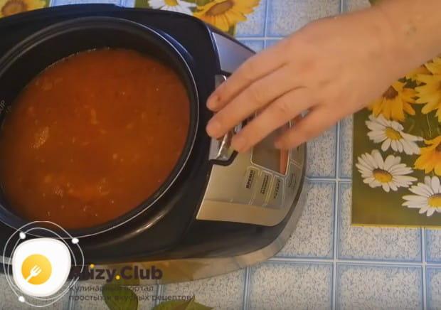 По этому рецепту сборная мясная солянка в мультиварке будет готовиться 1 час.