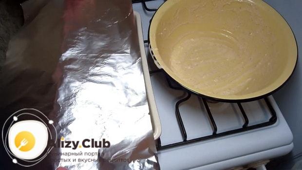 По рецепту, для приготовления стейка из индейки, накройте противень фольгой.