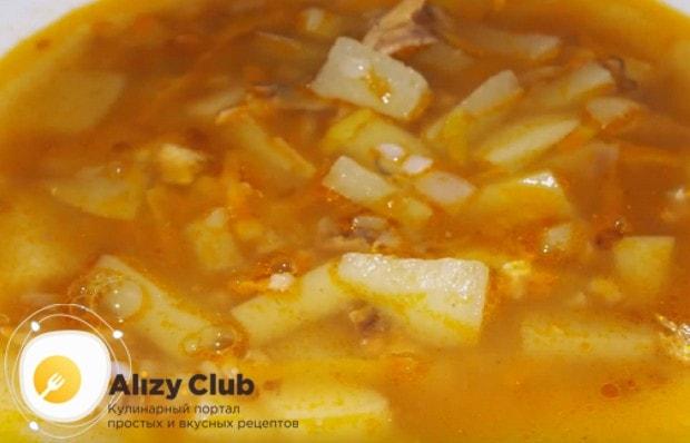 Простой и сытный суп из консервированной кильки в томатном соусе готов!