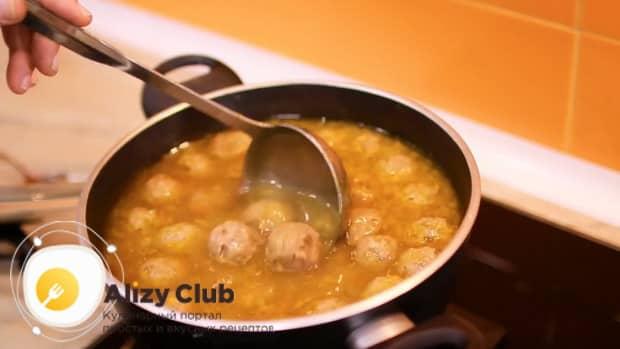 Вкуснейший суп с фрикадельками и рисом готов.