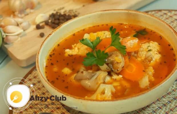 Вкуснейший суп с тефтелями готов.