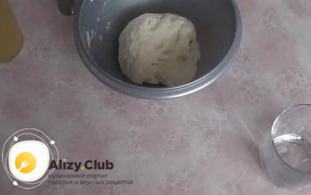 Отличное тесто для чебуреков на воде готово.