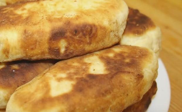 Как сделать тесто для жареных на сковороде пирожков по пошаговому рецепту с фото