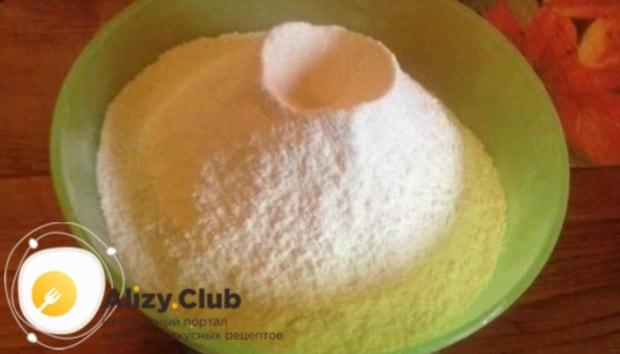 В емкость хлебопечки всыпаем 245 грамм просеянной муки