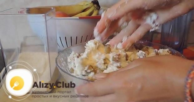 Руки смачиваем холодной водой