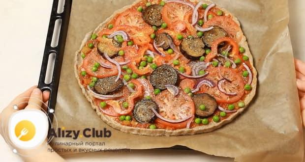 Для приготовления вегетарианской пиццы, разогрейте духовку.