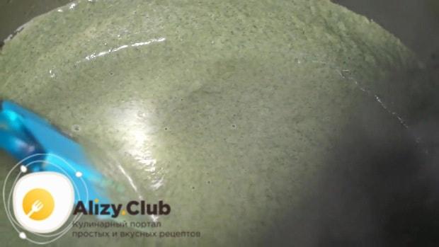 Проваренный шпинат смешиваем с готовым картофелем