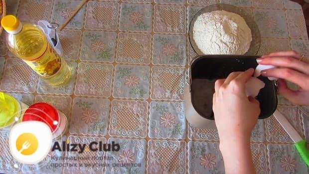 Всыпаем в образовавшуюся массу 2-3 грамма соли