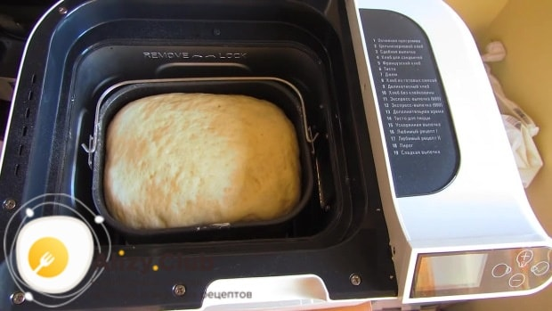 После завершения программы достаём тесто из хлебопечки
