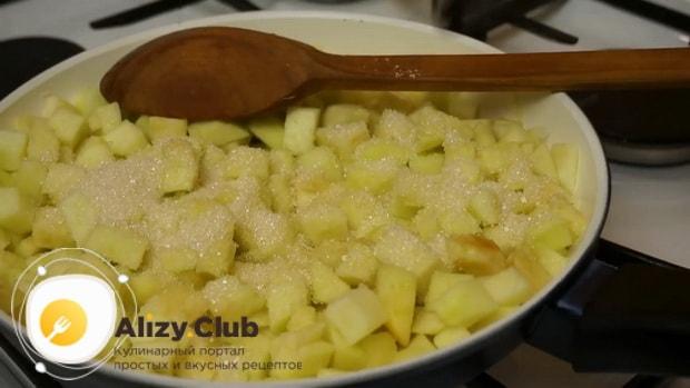 Для приготовления яблочного штруделя приготовьте яблоки.