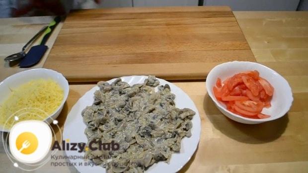 Натираем на мелкой терке 120-150 г сыра