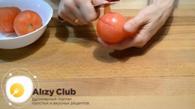 На 3 помидорах делаем разрезы крестом