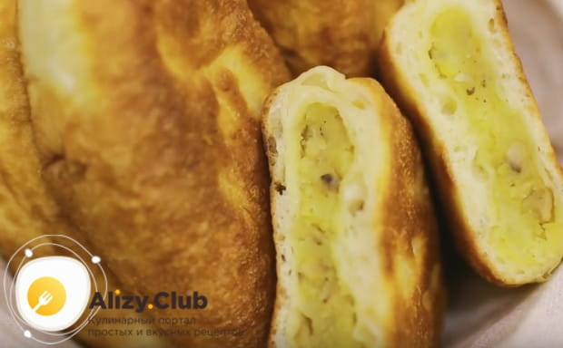 Приготовленные по этому рецепту жареные пирожки с грибами получаются очень легкими и невероятно вкусными!