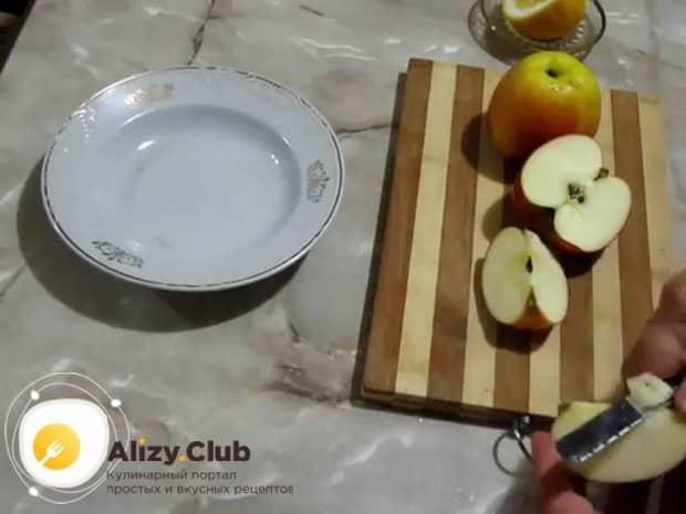 Для приготовления яблочных булочек подготовьте ингредиенты.