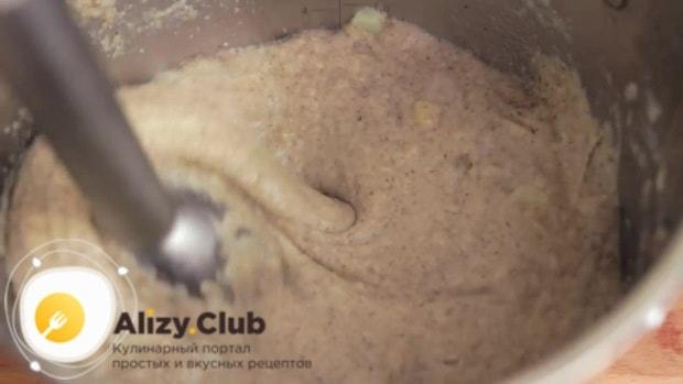 Соединяем в кастрюле грибы и картофель