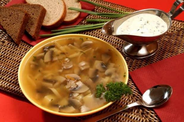 Вкусный грибной суп можно приготовить и из замороженных грибов.