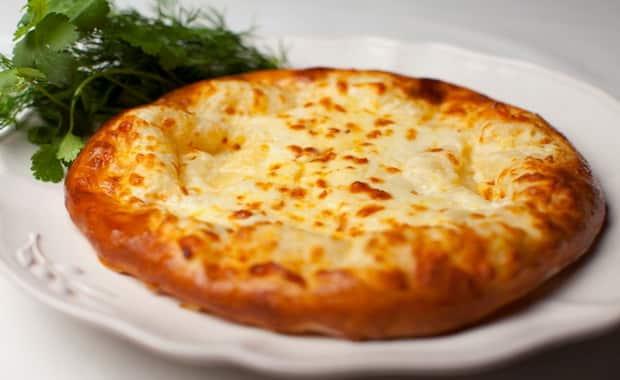 Как сделать хачапури по-тбилисски с сыром на сковороде по пошаговому рецепту с фото