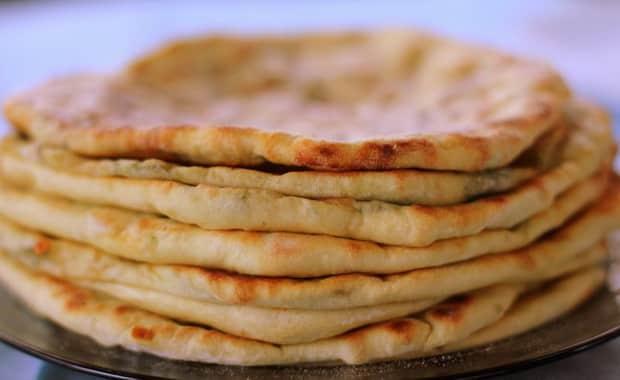 Как приготовить вкусное хачапури с творогом, сыром и зеленью по рецепту с фото