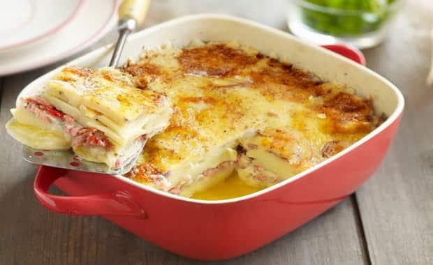 Рецепт приготовления вкусной картофельной запеканки в духовке и на сковороде