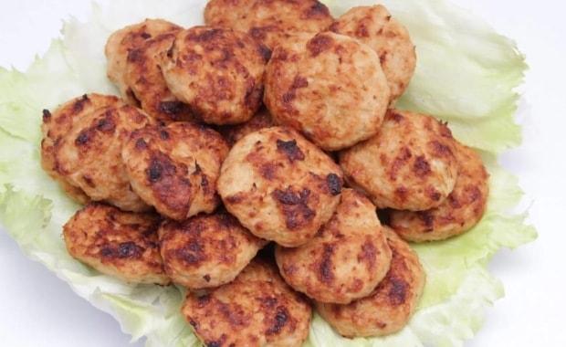 Рецепт приготовления сочных куриных котлет в духовке