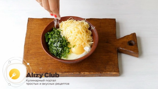 Для приготовления лазаньи из кабачков, приготовьте соус.