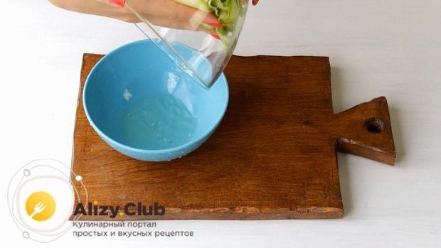 Для приготовления лазаньи из кабачков, подготовьте ингредиенты.