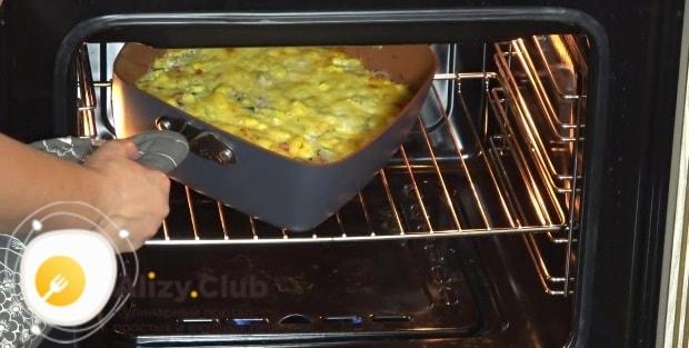 Ставим запеканку в разогретую духовку на 45 минут