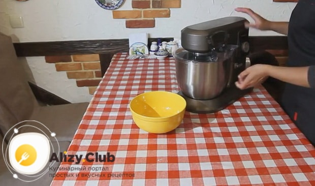 Для приготовления люля кебаб из курицы приготовьте все ингредиенты.