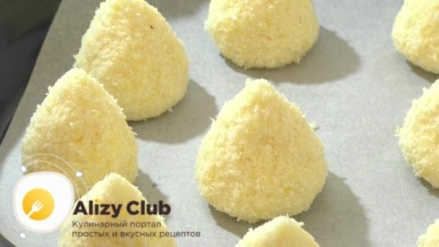 Сформируйте из теста печенья любой формы