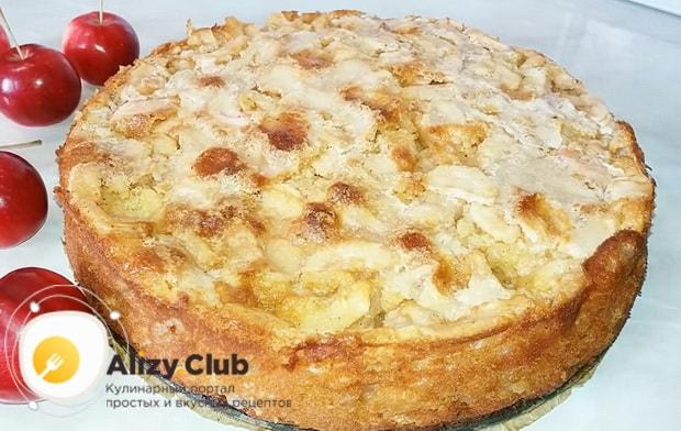 Вкуснейший яблочный пирог приготовленный по быстрому рецепту готов.