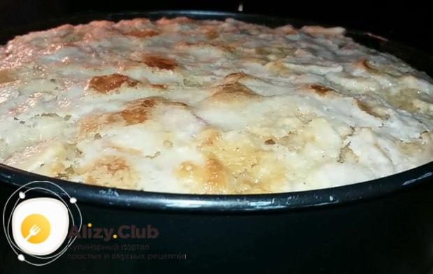 Запеките яблочный пирог в духовке.
