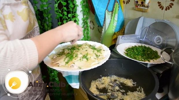 Для приготовления бешбармака выложите ингредиенты на тарелку.