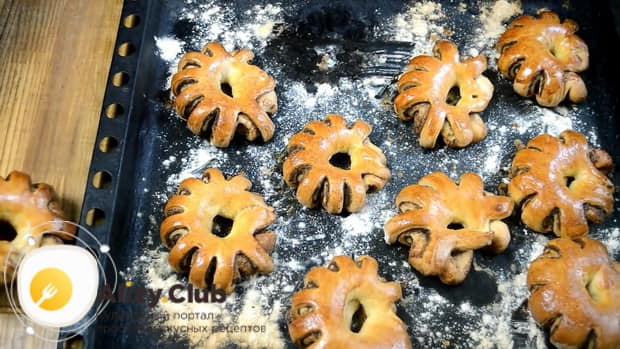 Вкусные булочки с корицей готовы.