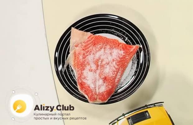 Для приготовления буйабеса, солим рыбу.
