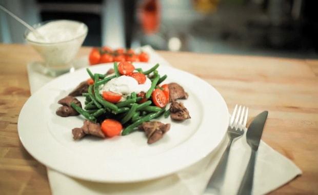 Как приготовить салат с куриной печенью по пошаговому рецепту с фото