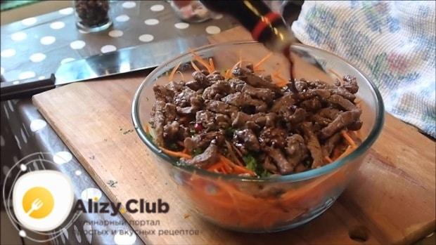 добавляем 300 грамм телятины