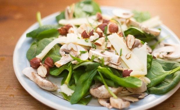 Как приготовить салат из свежего шпината по пошаговому рецепту с фото