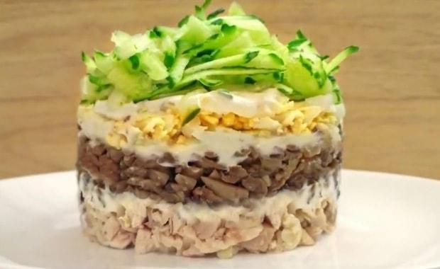 Пошаговый рецепт приготовления салата с курицей и черносливом