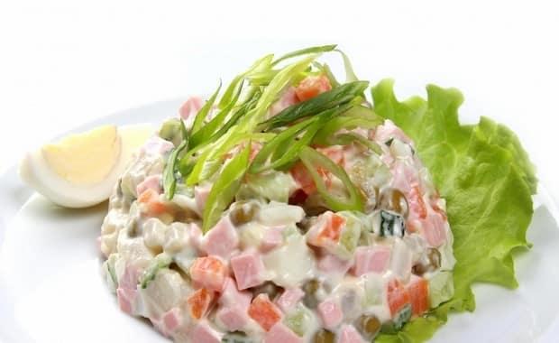 Как приготовить салат с ветчиной по пошаговому рецепту с фото