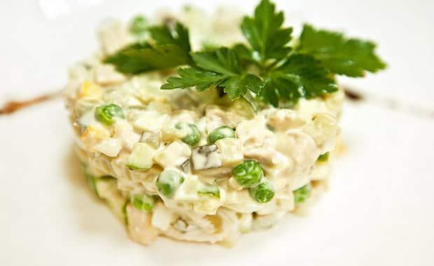 Как сделать салат с солеными огурцами по пошаговому рецепту с фото