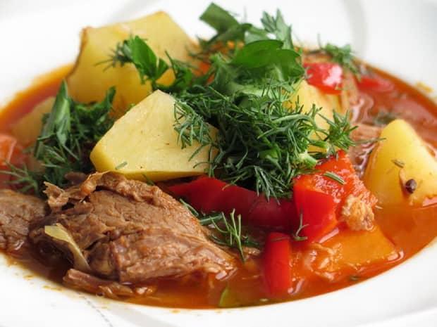 Как правильно готовить шурпу из свинины: на костре, в казане и в домашних условиях